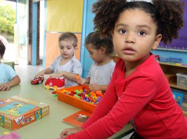 Les escoles Marianao i Amat Verdú tenen aquest curs un grup més de P3 7.800 alumnes d'Educació Infantil i Primària han tornat avui a les aules a Sant Boi. El curs escolar 2017-18 s'ha iniciat a les 22 escoles de la ciutat (14 de públiques i 8 de privades concertades). Les escoles Marianao i Amat […]