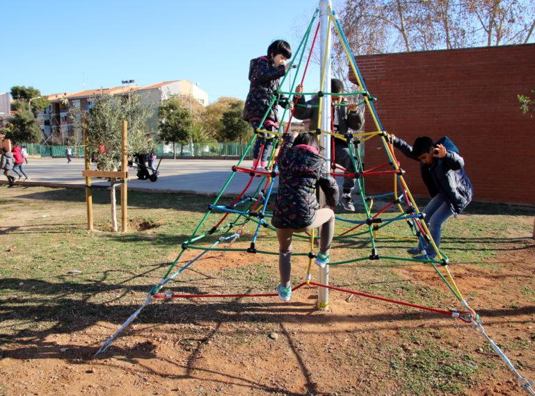 Renovació de les àrees de joc als patis d'escoles i escoles bressol municipals