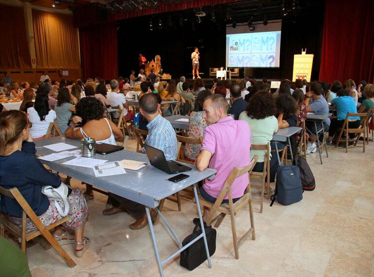 """La segona edició de la jornada pedagògica """"CoMfluïm?"""" dóna el tret de sortida al nou curs escolar a Sant Boi"""